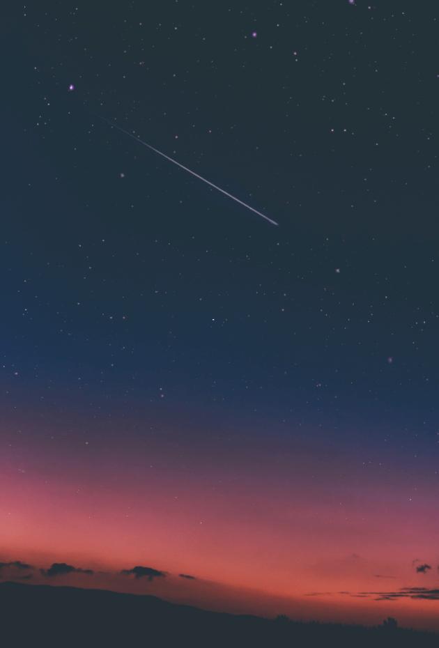 夜空に輝く流れ星